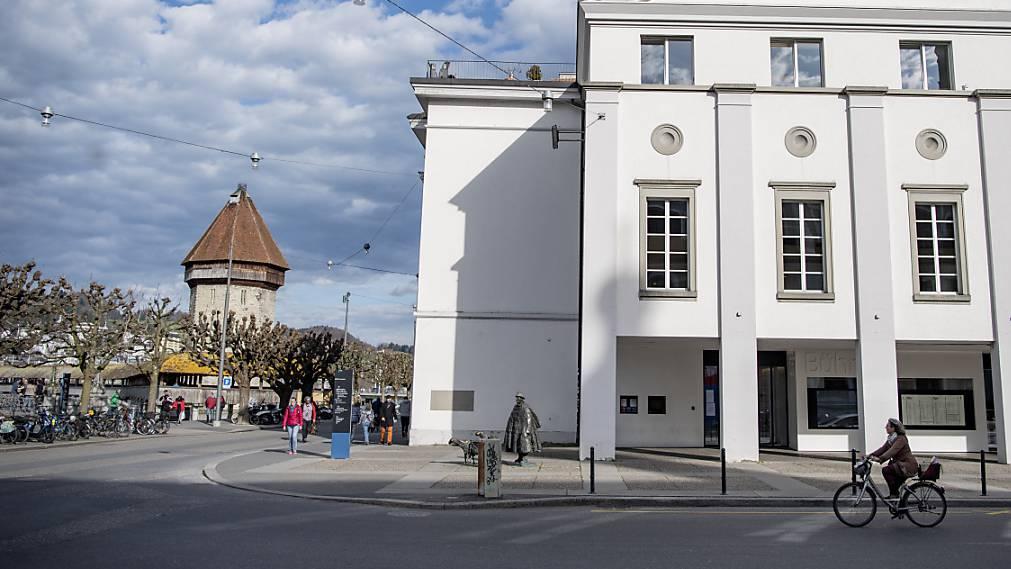 Die Bahnhofstrasse vom Theater entlang der Reuss in der Stadt Luzern kann teilweise autofrei werden. (Archivbild)