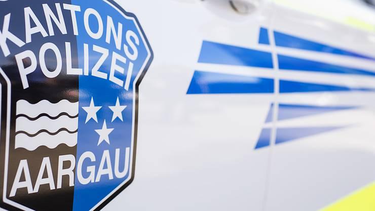 Die Aargauer Kantonspolizei sucht Zeugen des Unfalls sowie dessen Verursacher. (Symbolbild)