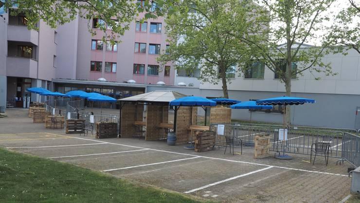 Besuche sind im Alterszentrum Bruggbach im Freien möglich.