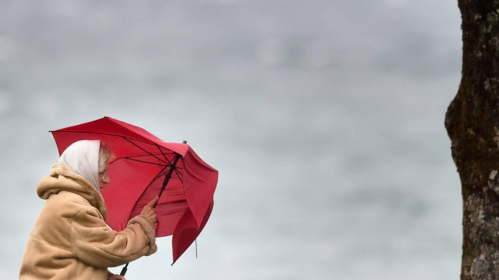 Das Sturmtief «Eugen» sorgt am Dienstagnachmittag auf der Alpennordseite für starke Windböen. (Symbolbild)