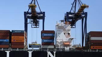 In der Schweiz dürften nach Ansicht der Konjunkturexperten des Bundes die Exporte wieder vermehrt zum Wirtschaftswachstum beitragen. (Symbolbild)