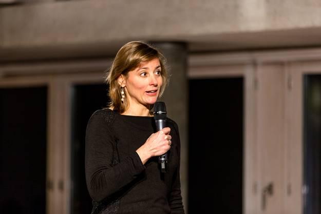 Carol Nater, Leiterin des Historischen Museums spricht zum Publikum.