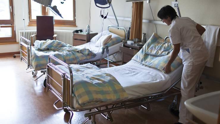 Um einen Engpass zu vermeiden, sucht der Kanton Personal im Gesundheitsbereich. (Archiv)