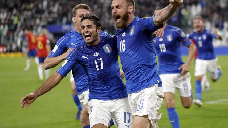 Daniele De Rossi (rechts) trifft in der 82. Minute mittels Foulpenalty zum Ausgleich.
