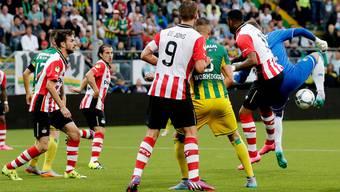 Mit der Hacke ins Glück: Martin Hansen trifft gegen Eindhoven für Den Haag in der Nachspielzeit zum 2:2.