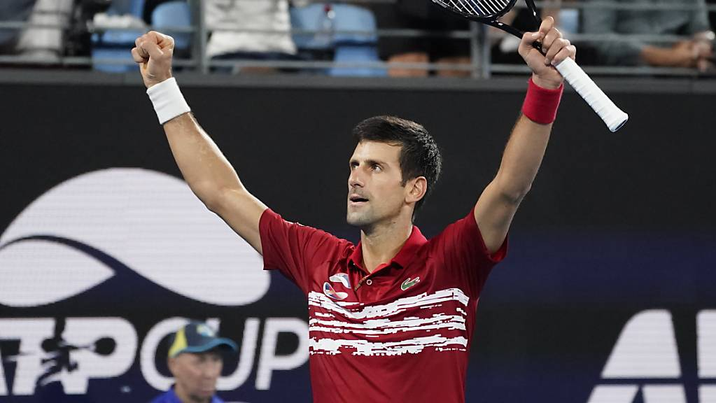 Novak Djokovic in verdienter Pose nach dem Sieg gegen Rafael Nadal