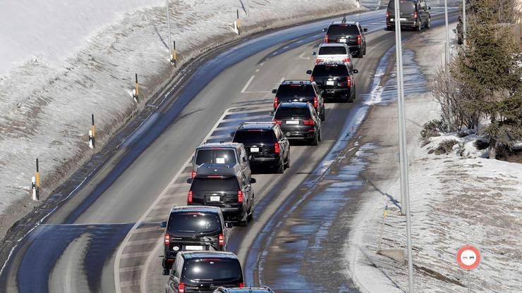 Im Autokonvoi verlässt US-Präsident Donald Trump das WEF in Davo in Richtung Zürich.