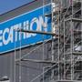 Noch zwei neue Standorte in Planung: Decathlon will bis Ende Jahr 850 Personen in der Schweiz beschäftigen. (Archivbild)