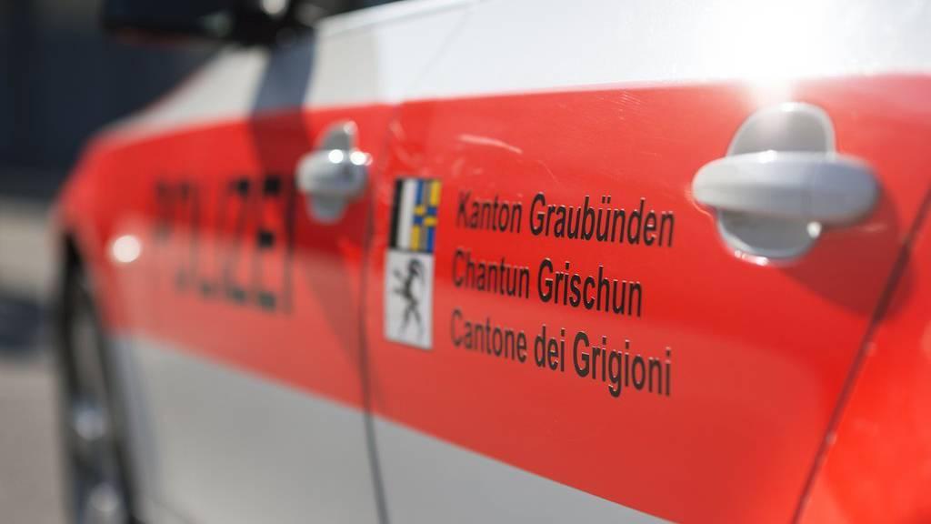 Die Kantonspolizei Graubünden nahm bei einer Razzia in einem Restaurant zwei Dealer fest (Symbolbild).
