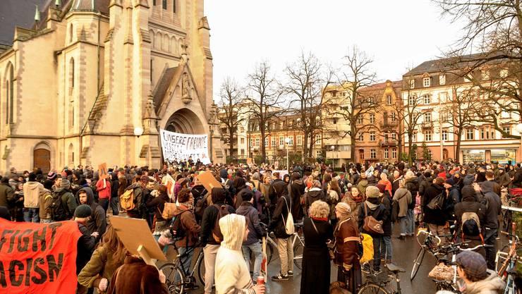 Kundgebung gegen die Räumung und Ausschaffung der Asylsuchenden vor der Matthäuskirche.