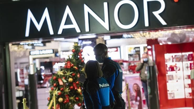 Im Kaufhaus Manor an der Piazza Dante in Lugano kam es am Dienstag, 24. November 2020 zu einer Messerattacke.