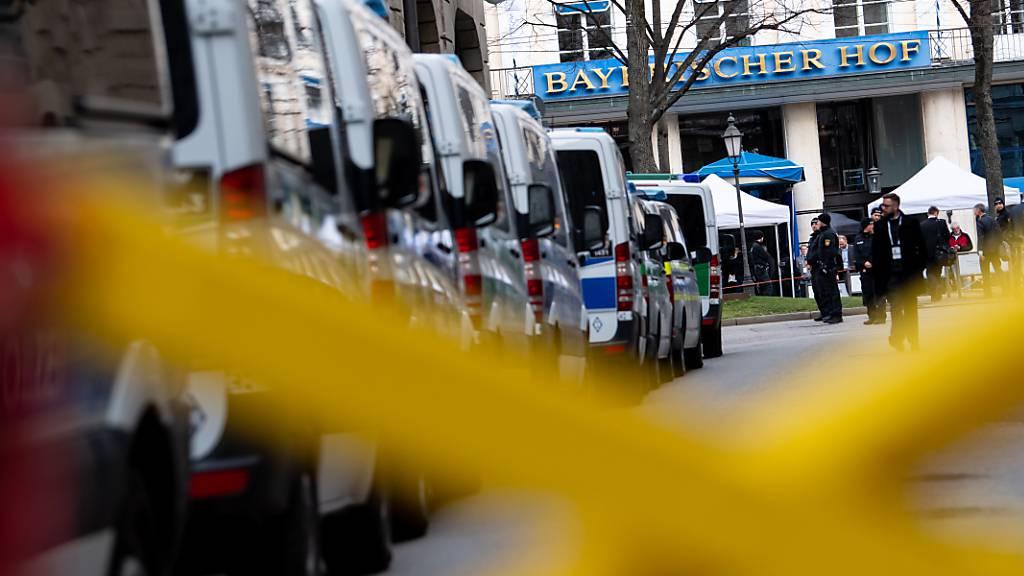 ARCHIV - Das Tagungshotel «Bayerischer Hof» der Münchner Sicherheitskonferenz im Jahr 2020. Foto: Sven Hoppe/dpa