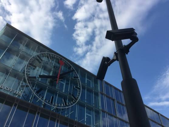 Auch einige Überwachungskameras befinden sich am Bahnhof Aarau. Die Aarauer haben sich schon seit Jahren daran gewöhnt.