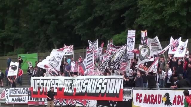 Fahnen, Pyros und viel Rauch: So präsentiert sich die «Szene Aarau» mit ihren Choreos im Internet. Das Video zeigt die Choreo vom Spiel gegen den FC Luzern am 29.11.14.