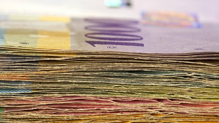 Innerhalb der Bank verschwand eine 1000er-Note. (Symbolbild)