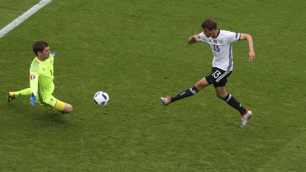 Drei EM-Spiele und noch kein Tor - der Deutsche Thomas Müller (13) hat Ladehemmung