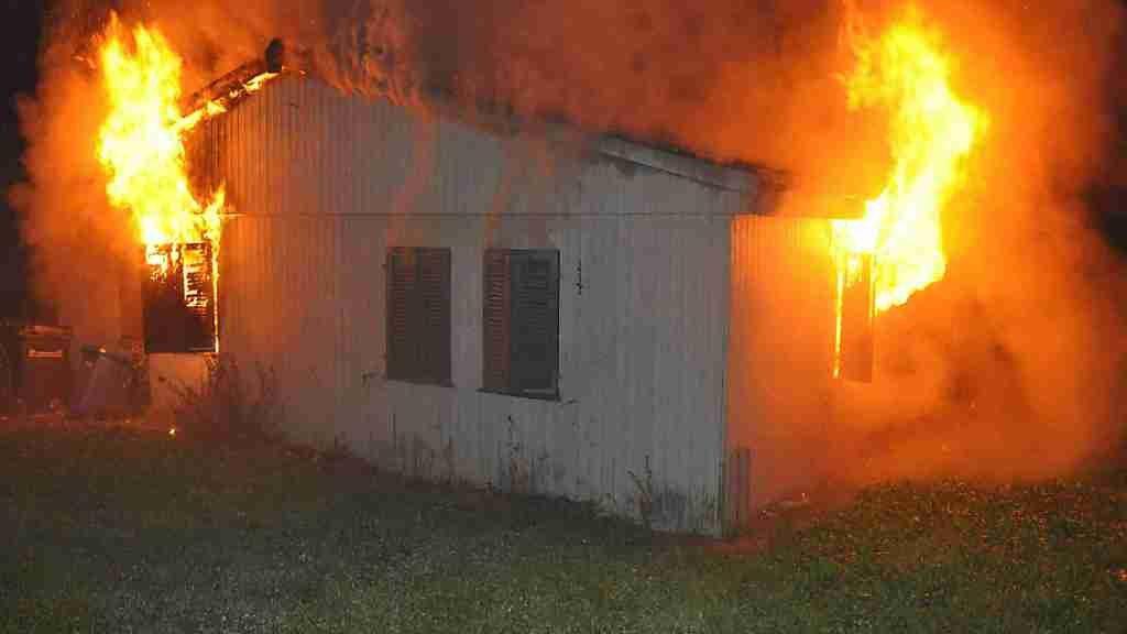 Die von zehn Personen bewohnte Asylunterkunft in Biberist SO wurde ein Raub der Flammen.