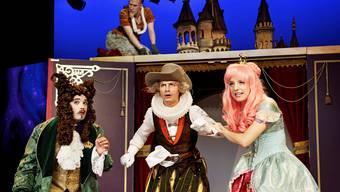 Der gestiefelte Kater (oben mit der roten Punkerfrisur) und die Prinzessin (rechts) kommen bei den Kindern besonders gut an.Ilja Mess