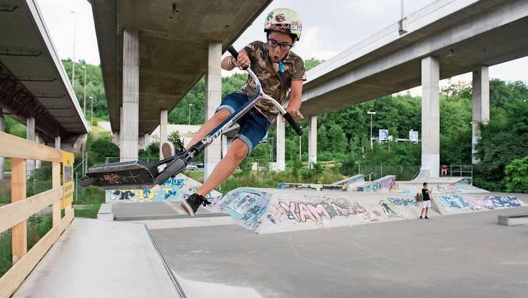 Ob mit dem Kickboard, Skateboard oder BMX: Die Anlage in Dättwil soll noch vielfältiger werden.