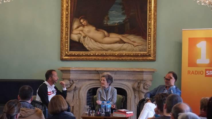 DJ Bobo mit Greta Gantenbein und Radio-SRF-1-Moderator Christian Zeugin (r.) im Gartensaal der Villa Boveri.