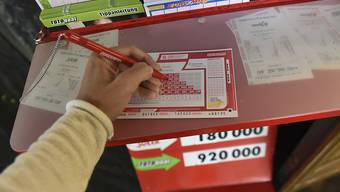 Glück gehabt: Für den Lotto-Millionengewinn reichten am Samstag die sechs Richtigen ohne Zusatzzahl. (Themenbild)