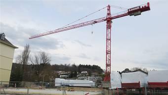 Die Baustelle ist bereit für die Aufrichtung des Holzbaus.