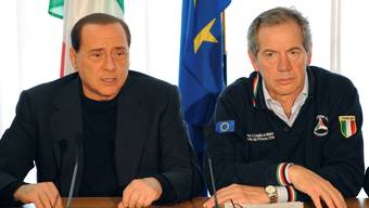 Italy's Prime Minister Silvio Berlusconi (L) and Guido Bertolaso, the head of the civil protection department, leads a news conference in L'Aquila in this April 7, 2009 file photo. Bertolaso, a top aide of Prime Minister Silvio Berlusconi and one of Italy's best-known public figures, was put under investigation on Wednesday as part of a probe into contracts to build the original site of last year's G8 summit. REUTERS/Alessandro Bianchi/Files     (ITALY - Tags: POLITICS CRIME LAW)
