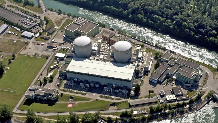 Halbinsel Beznau in Döttingen: Das Kernkraftwerk Beznau 1 (rechts) kam 1969 in Betrieb, das Schwesterwerk Beznau 2 folgte 1971. (Axpo)