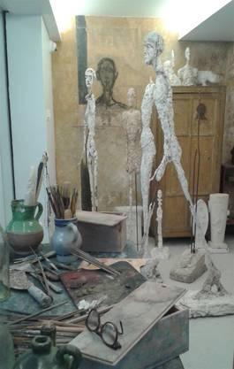 Kreatives Durcheinander, bekritzelte Wände in Giacomettis Atelier.