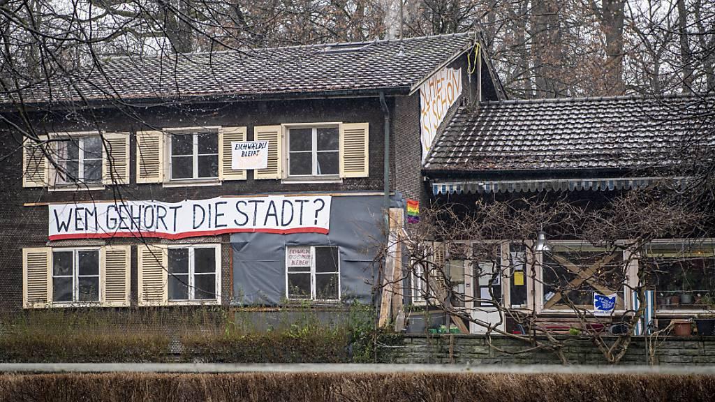 Die Gruppierung «Familie Eichwäldli» will die Soldatenstube in der Luzerner Allmend nicht verlassen. (Archivbild)