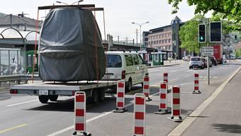 Warnbaken verhindern seit neustem das Parkieren der Busse unmittelbar vor der Ampel