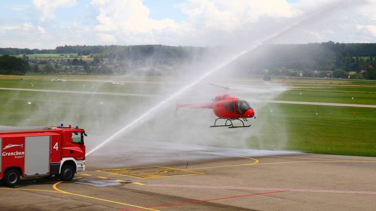 Die Flughafenfeuerwehr Grenchen tauft den neuen Helikopter