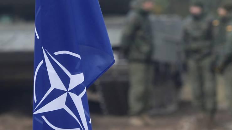 Nato-Flagge an einer Militärübung in Lettland. (Archivbild)