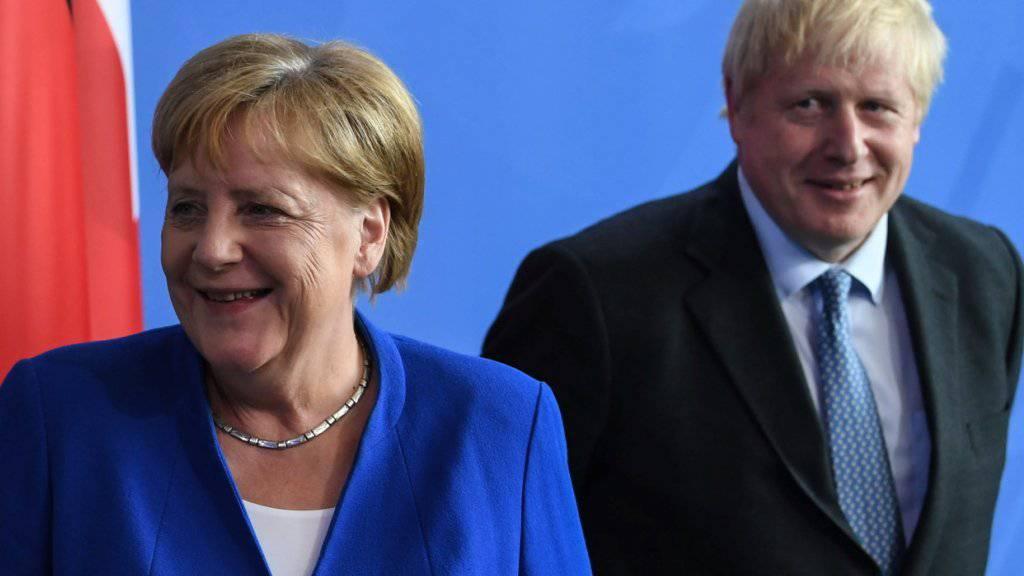 Merkel und Johnson gesprächsbereit - aber hart im Brexit-Streit