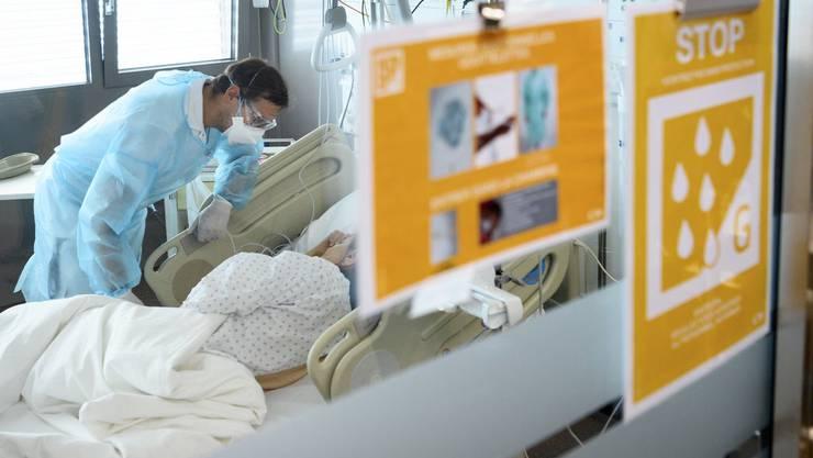 Im Spital Wallis verdoppelt sich die Zahl der Spitalaufenthalte derzeit täglich.