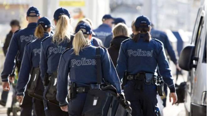 Für Polizistinnen und Polizisten gibt es vielerorts neue Stellen. Foto: Keystone