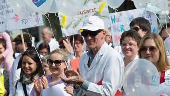 Hausarztmedizin soll Zukunft haben. Dafür setzten sich in Aarau 300 Ärzte und Praxisangestellte ein. Alex Spichale