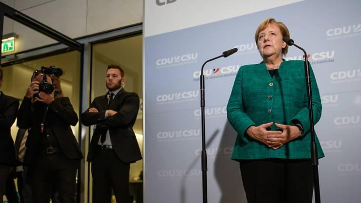 Nachdem die Abgeordneten von CDU und CSU gegen den Willen von Angela Merkel den bisherigen Fraktions-Vize Ralph Brinkhaus zum neuen Vorsitzenden gewählt hatten, räumte die Kanzlerin eine Niederlage ein.