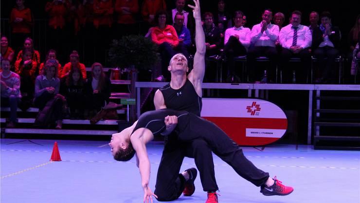 Die Maximalnote 10 und eine Standing Ovation von den Zuschauern bekamen Ramona Probst und Michel Anken an der SM in Willisau für ihre Darbietung.