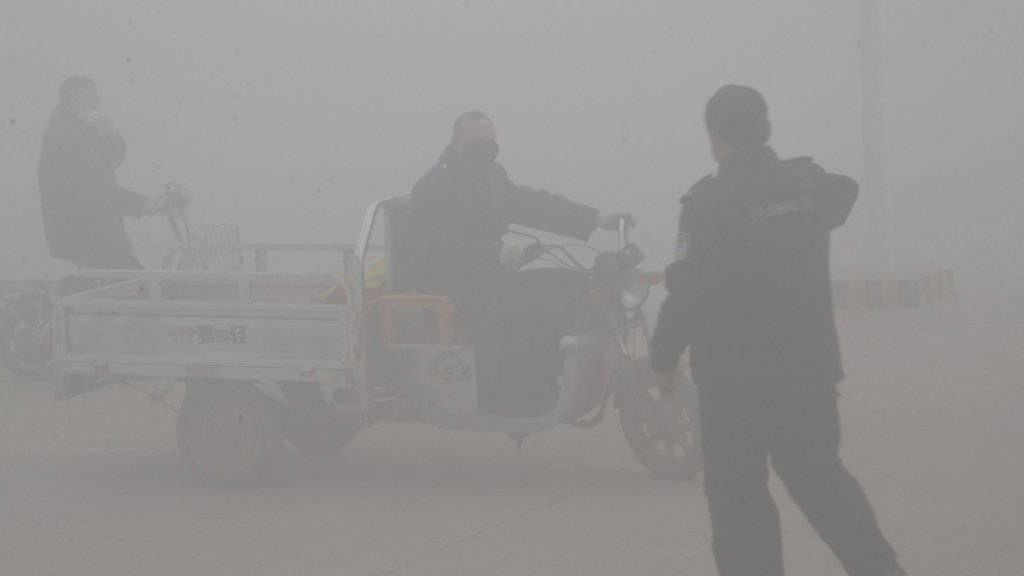Ungesund bis tödlich: Luftverschmutzung und schädliche Lebensbedingungen führen laut der WHO jährlich zu Millionen von Todesfällen. (Symbolbild)