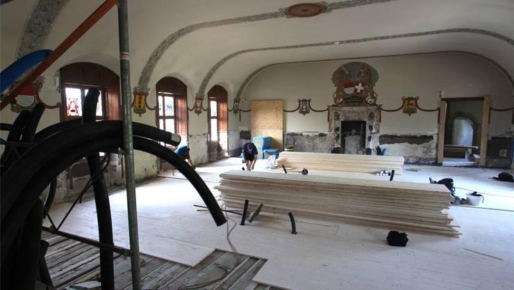 Nach den Holzbauarbeiten wird der Boden im geschichtsträchtigen Kantonsratssaal steifer als zuvor sein.