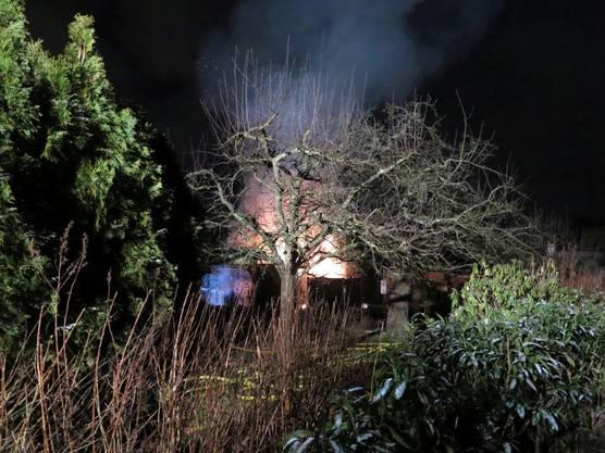 Die Polizei sucht Zeugen zum Brandhergang.