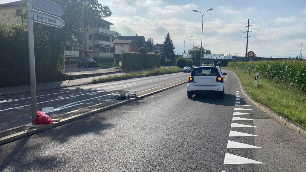 E-Bike-Fahrerin bei Kollision mit Auto schwer verletzt