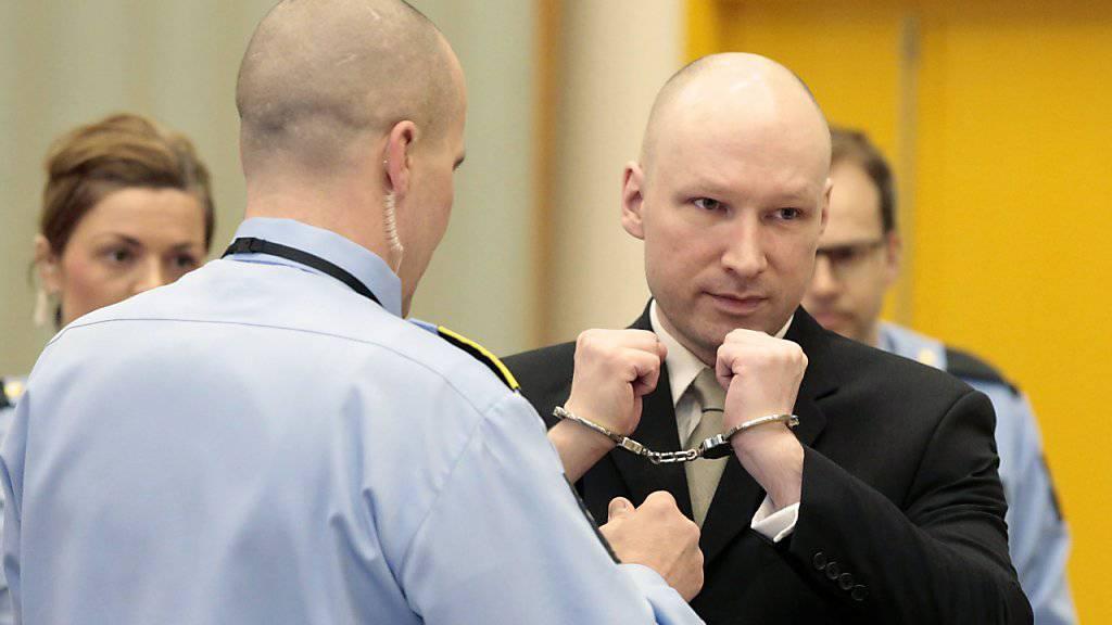 Breivik lässt in seinen Aussagen am zweiten Prozesstag keine Zweifel offen, dass er seine nationalsozialistische Gesinnung nicht aufgegeben hat.