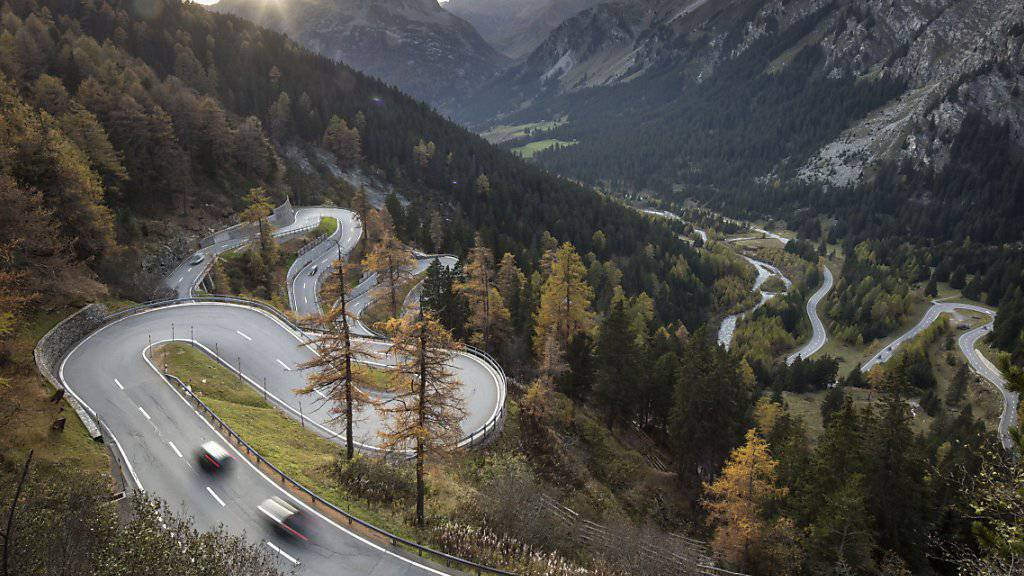 Pendeln über die Passstrasse: Die Jugend im südbündnerischen Bergell ist auf Ausbildung und Arbeit ausserhalb des Tales angewiesen.