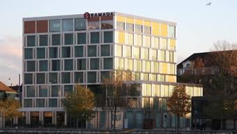 Das Hotel Ramada am Aareufer. (Archiv)