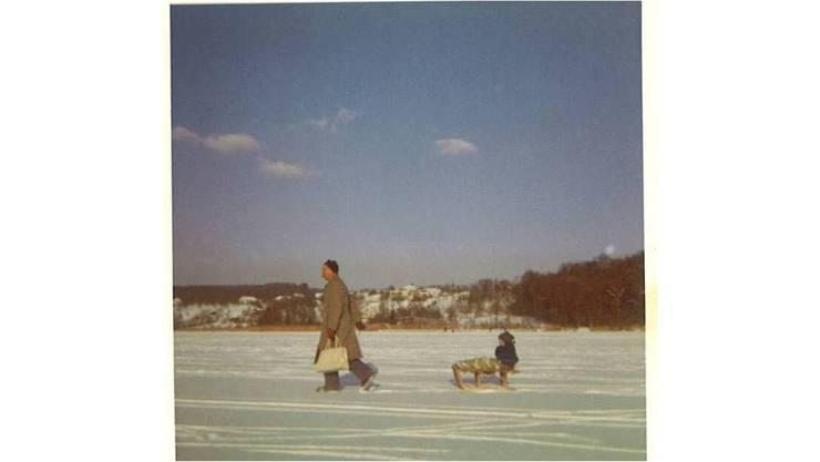 Auf dem Weg zum Ausverkauf: Hans Koch mit Sohn.