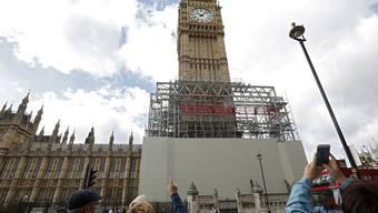 Der Palace of Westminster bedarf dringend einer Rundumerneuerung. Zumindest der Elizabeth Tower wird nun renoviert - weshalb die berühmten Glocke Big Ben bis 2021 schweigt.