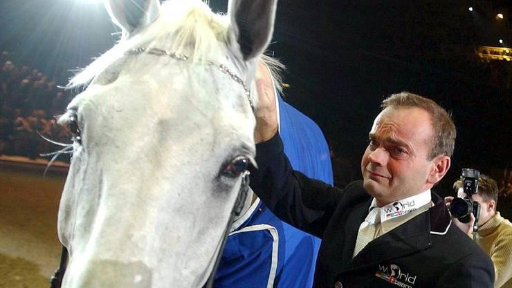 Willi Melliger nimmt 2003 unter Tränen Abschied von seinem «Calvaro»
