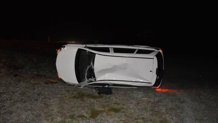 In Nunningen verlor eine Autolenkerin auf eisglatter Strasse die Kontrolle über ihr Auto.
